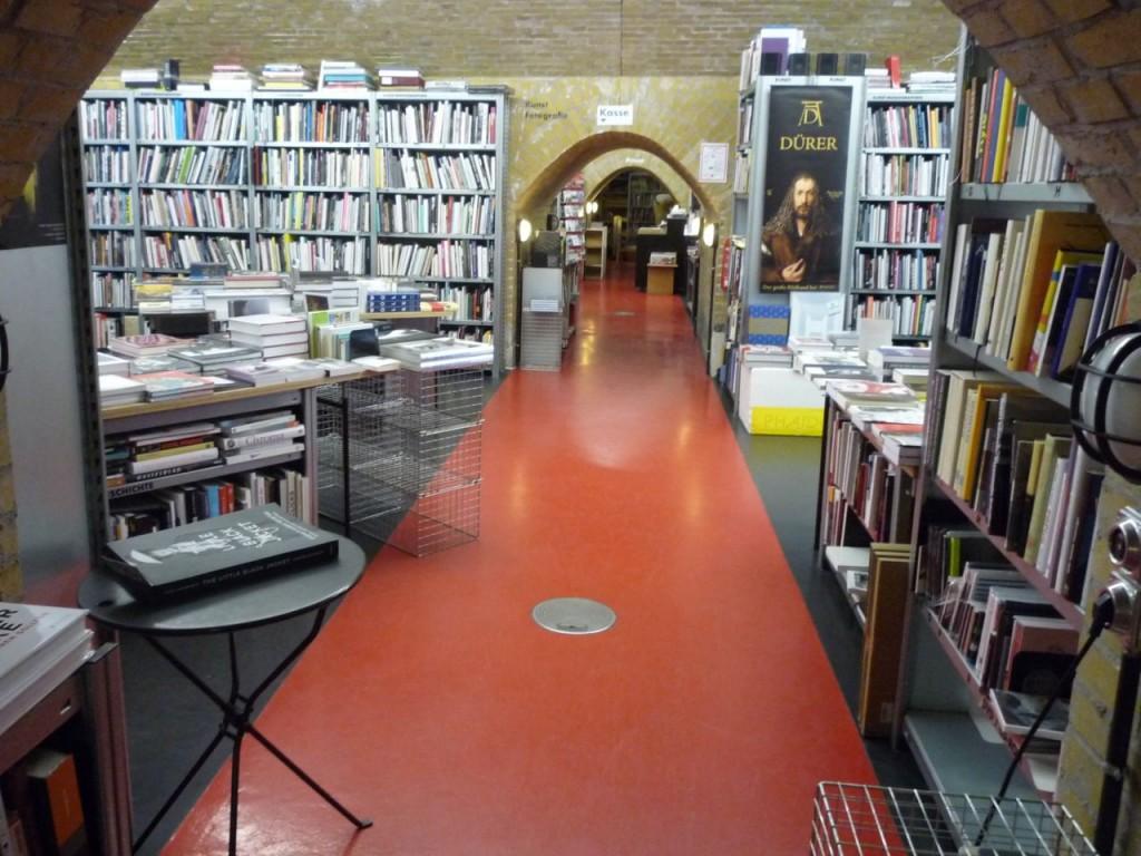 Fire lokaler spækket med bøger.
