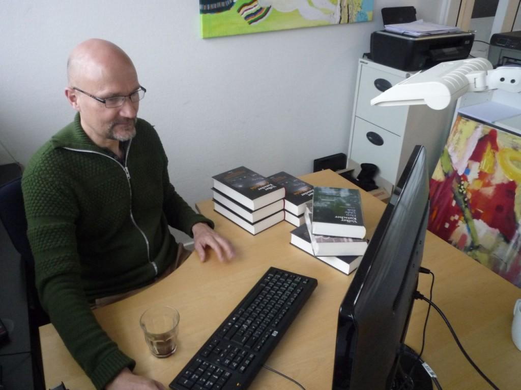 Vild med Berlin-redaktør Lars Friis lader et computerprogram finde vinderne i konkurrencen.