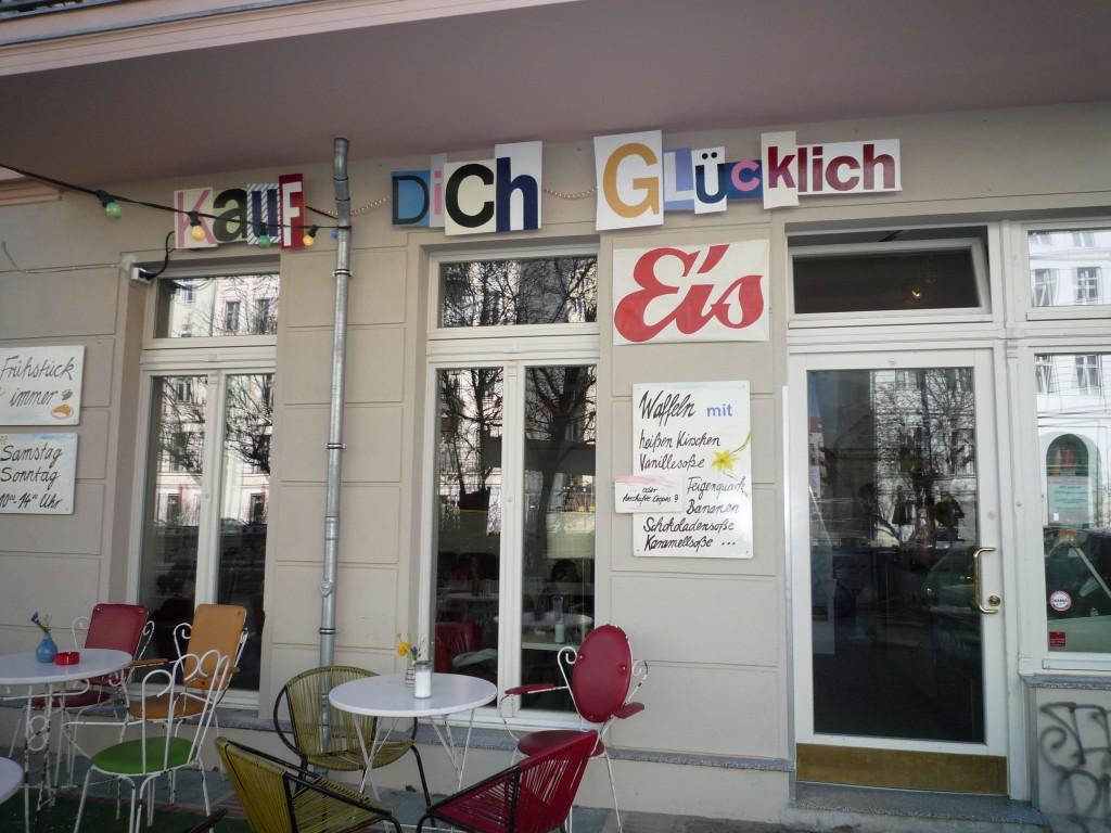 """Kauf dich glücklich"" er en kapiteloverskrift i ""Berlin - meine Liebe!"" - og en butik i Berlin"