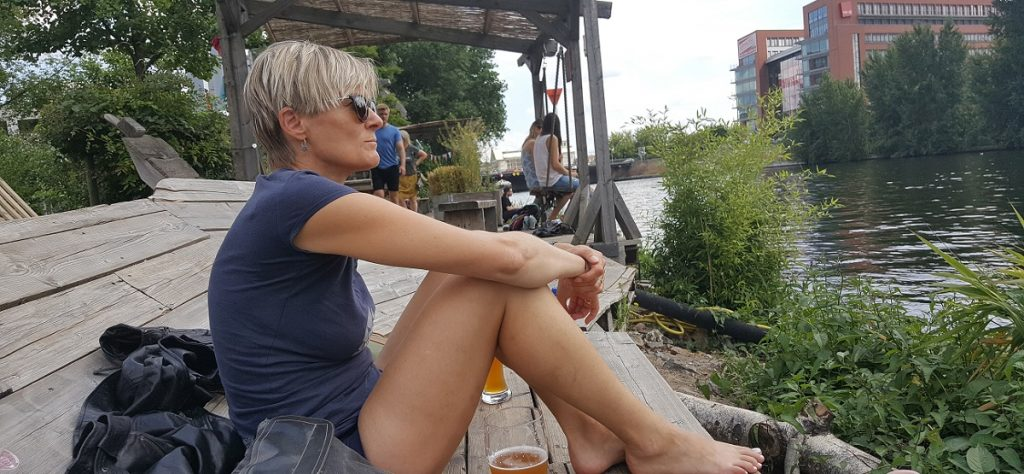 Holzmarkt i Berlin ligger helt ned til Spree