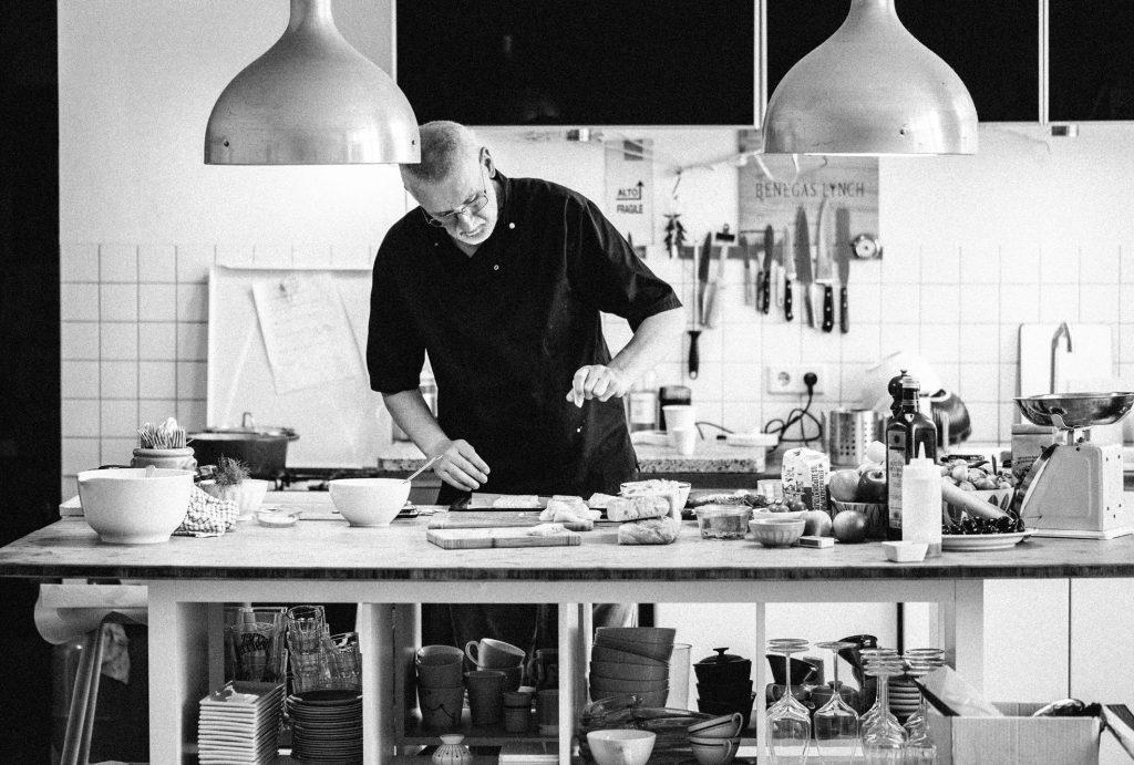 Camillo i køkkenet
